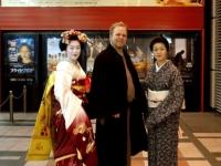 peter-maiko-miehina-at-sayuri-opening-kyoto-2006-01-23-026-micah-gampel-743x1024